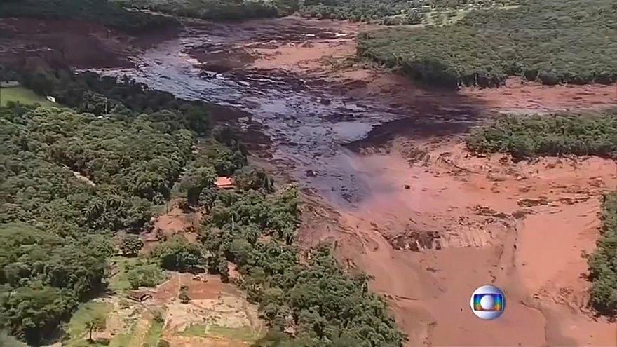 Rutura de barragem em Minas Gerais faz centenas de desaparecidos