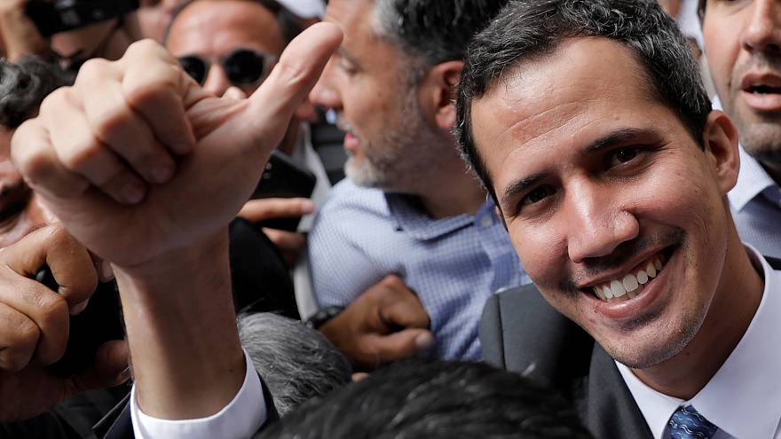 Guaidó e Maduro esticam a corda
