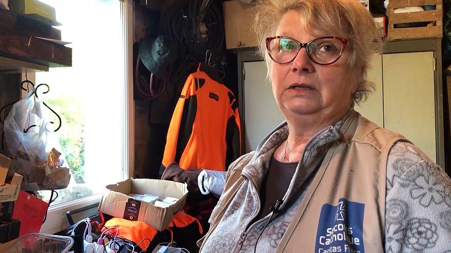 Video | Brigitte'e evini açtığı mülteciler 'anne' dedi, komşuları araya 60 metre duvar ördü