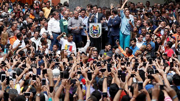 Venezuela, è legale quanto fatto da Guaidó? Chi ha ragione tra lui e Maduro?