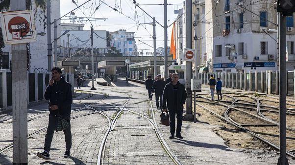 """منظمة """"أنا يقظ"""": فرنسا تتدخل في سيادة تونس وتضغط على رئيس الحكومة الشاهد"""