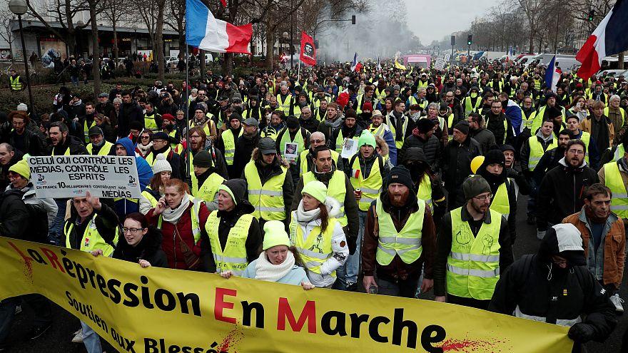 Sarı Yelekliler protestolarının 11'nci haftasında Kırmızı Fularlılardan karşı eylem