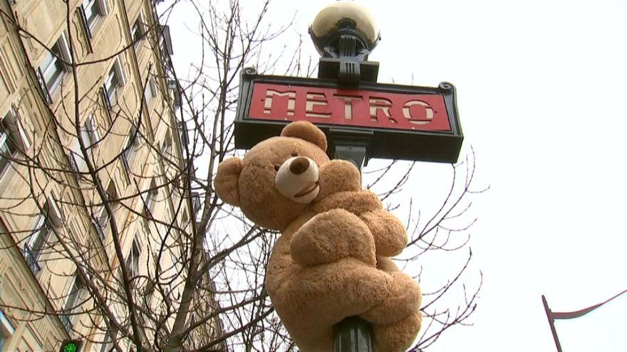 خرسهای عروسکی در پاریس برای تغییر روحیه شهروندان