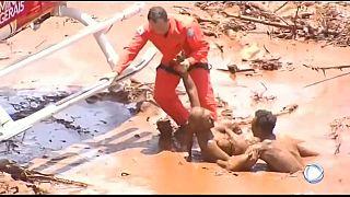 عملية إنقاذ ضحايا انهيار أحد السدود قرب منجم في البرازيل