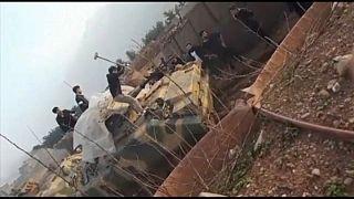 شاهد لحظة اقتحام محتجين غاضبين معسكرا للجيش التركي شمال العراق