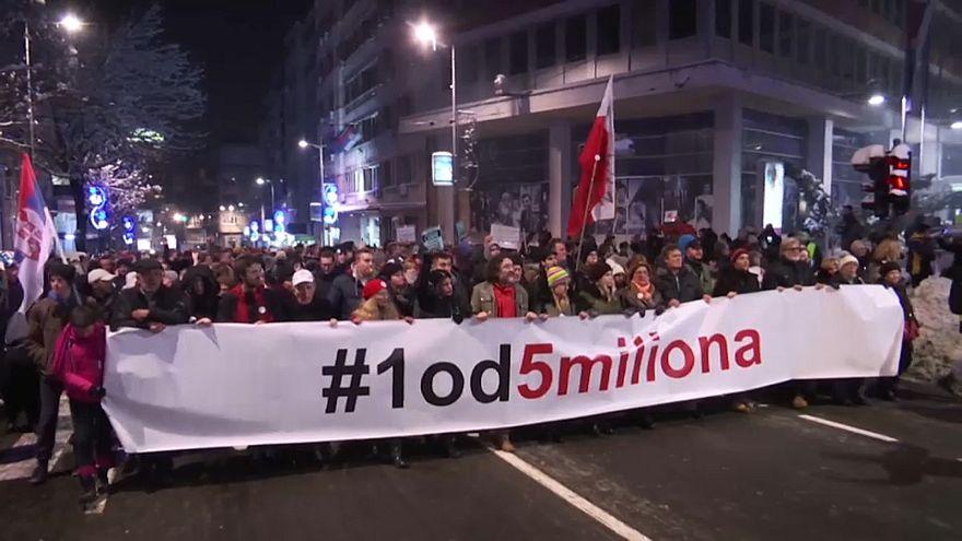 Протест в Белграде: президента призывают к отставке
