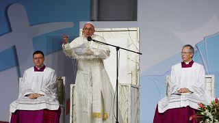 A katolikus egyházat bírálta Ferenc pápa