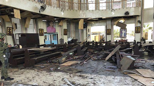 انفجار بمب در کلیسایی در فیلیپین دهها کشته و زخمی بر جای گذاشت