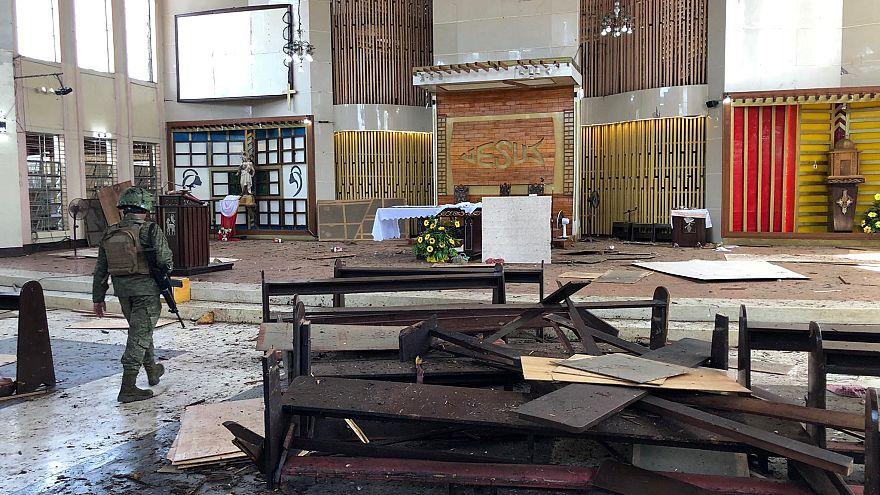 Теракт в католической церкви на Филиппинах: два десятка погибших