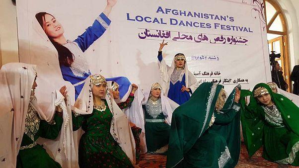 واکنشها به رقص دختران در جشنواره رقصهای محلی افغانستان
