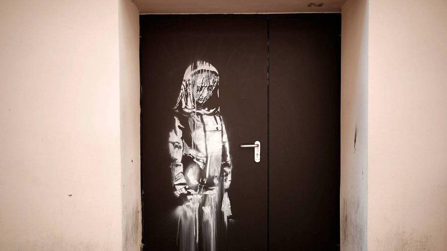 Banksy'nin ünlü 'Bataclan' eseri kapıyla birlikte çalındı