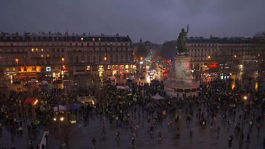 Sarı Yelekliler'in Paris'te 'Sarı Gece' eylemi olaylı bitti