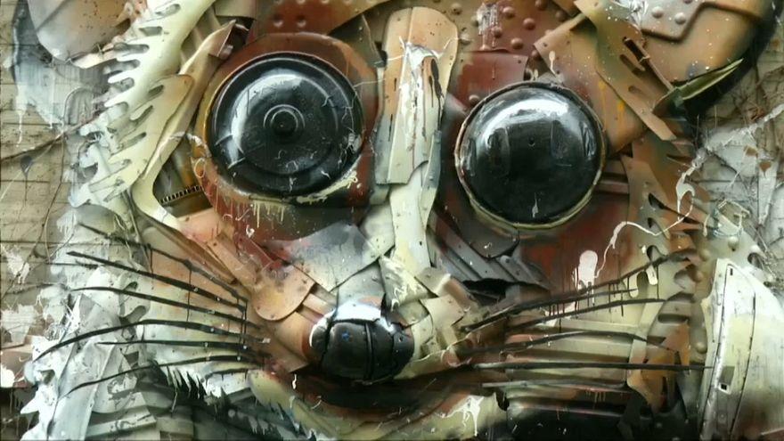 Cet artiste portugais donne vie à des animaux en danger grâce à nos poubelles