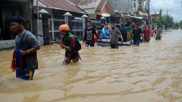 Endonezya'da sel ve toprak kayması: bilanço ağırlaşıyor