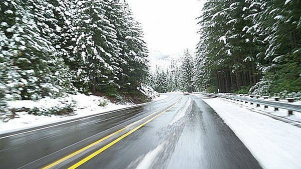 رانندگی در زمستان؛ چگونه در برف و یخ بهتر برانیم؟