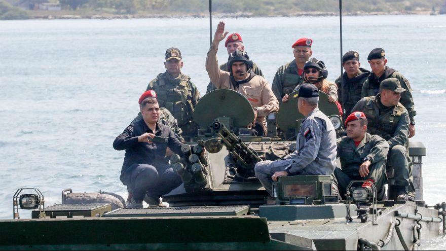 قدرت نمایی تازه مادورو؛ مانور نظامی با تانکهای روسی