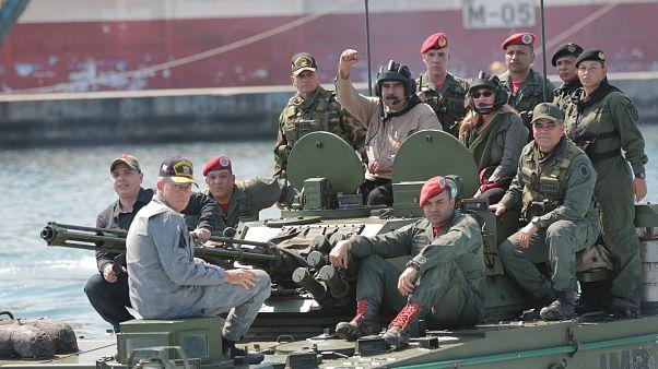 """El Kremlin tacha de """"bulo"""" que mercenarios rusos protejan a Maduro"""