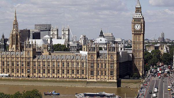 چگونگی تصویب قوانین در پارلمان بریتانیا؛ رویهای منسوخ، مسخره یا؟