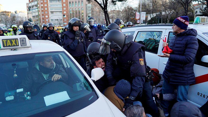 درگیری پلیس ضدشورش اسپانیا با رانندگان معترض تاکسی در مادرید