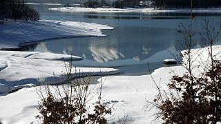 Λιώνουν οι πάγοι στις λίμνες - Έρχεται το τέλος του πατινάζ