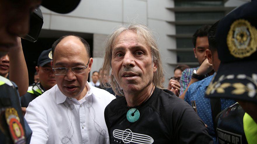 Alain Robert, le Spiderman français, a encore frappé aux Philippines