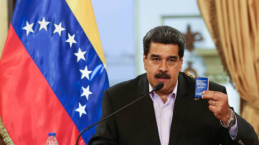 عقوبات أمريكا تهدد اقتصاد فنزويلا مع تطلع مادورو للخطوة التالية