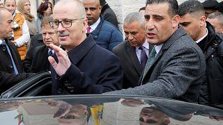 رئيس الوزراء الفلسطيني يقدم استقالته هو وحكومته لعباس