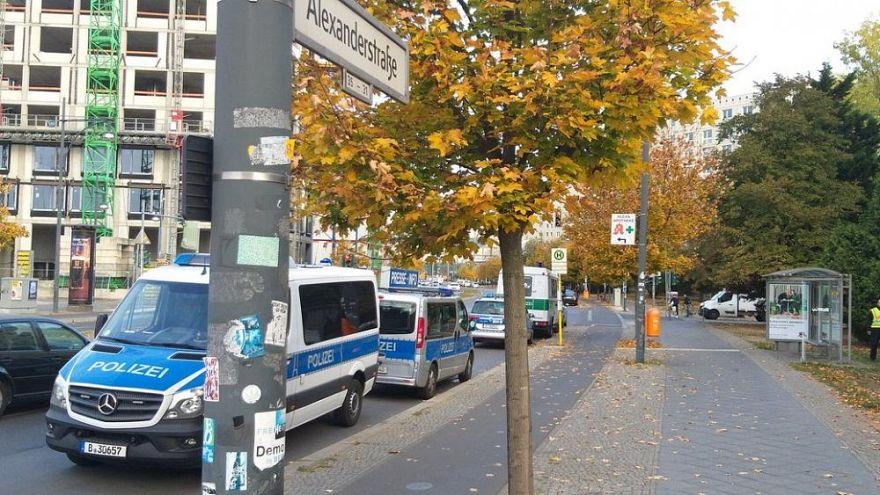 Razzien in Berlin wegen Überfall auf Geldtransporter - 180 Beamte beteiligt