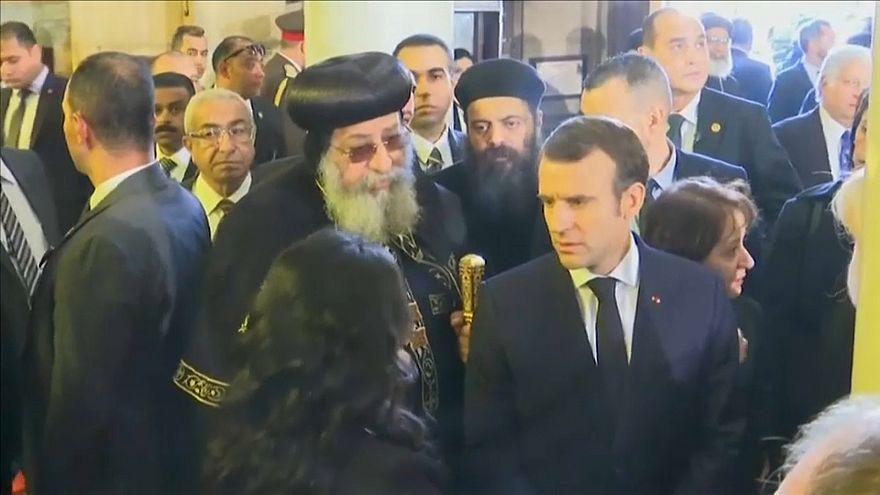 شاهد.. ماكرون يلتقي البابا تواضروس الثاني في القاهرة