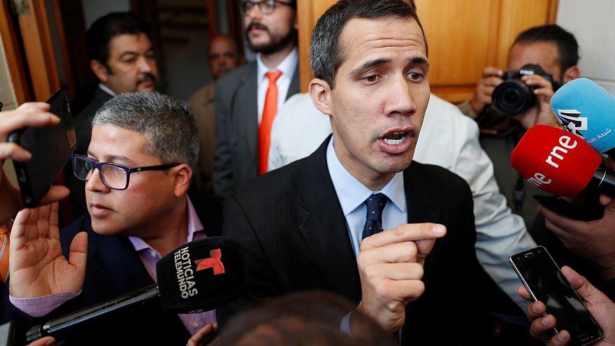 La Fiscalía de Venezuela pide que se prohíba a Guaidó salir del país
