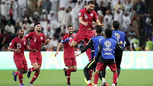 قطر تكتسح الإمارات بأربعة أهداف نظيفة لتلاقي اليابان في نهائي كأس آسيا