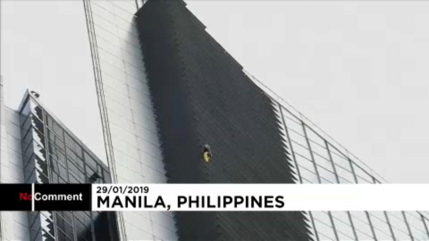 """""""Homem-Aranha"""" francês subiu às torres de Manila"""
