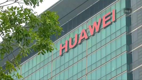 Kína szerint az USA politikai okokból támadja a Huawei-t