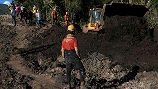 Cinco pessoas detidas por responsabilidades na barragem que colapsou