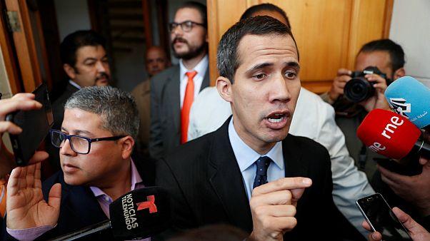 دادستانی عمومی ونزوئلا خوان گوآیدو را ممنوع الخروج کرد