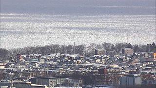 شاهد الجليد يغطي البحر في شمال اليابان
