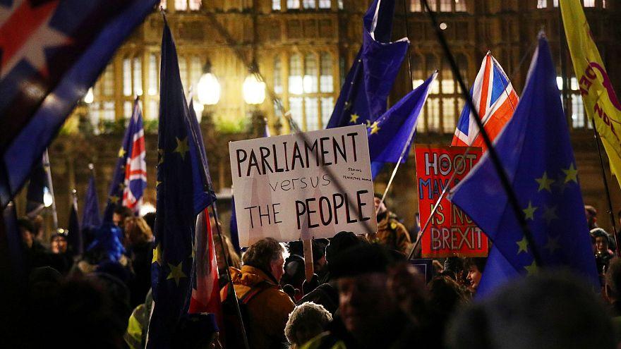 317 zu 301: Britische Abgeordnete für neue Brexit-Gespräche mit der EU
