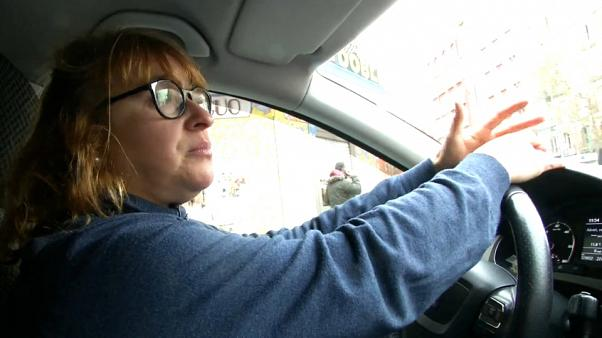 Sztrájkoló madridi taxisok között