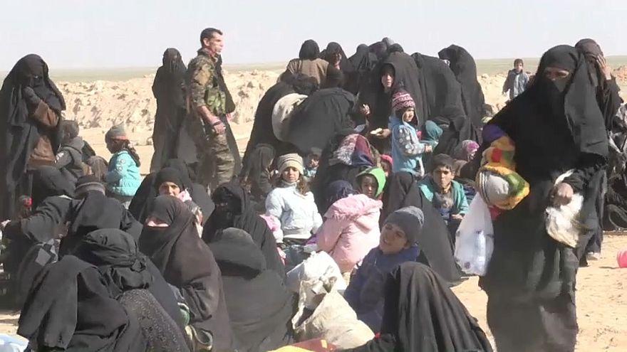Tausende fliehen weiter vor dem IS