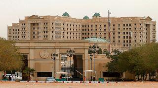 السعودية تطلق سراح 7 حوثيين وتعيدهم إلى اليمن في أول عملية تبادل للأسرى