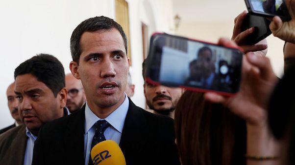 Venezuela: beni congelati e divieto di espatrio per Guaido'