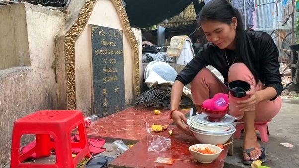 شاهد: مدينة الأشباح في كمبوديا...حيث يتقاسم الأحياء والموتى فضاء العيش