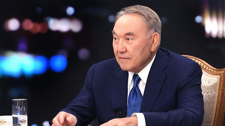 Nazarbayev bakanları 'korkak' diyerek fırçaladı, merkez bankasına büyümeye odaklanma talimatı verdi