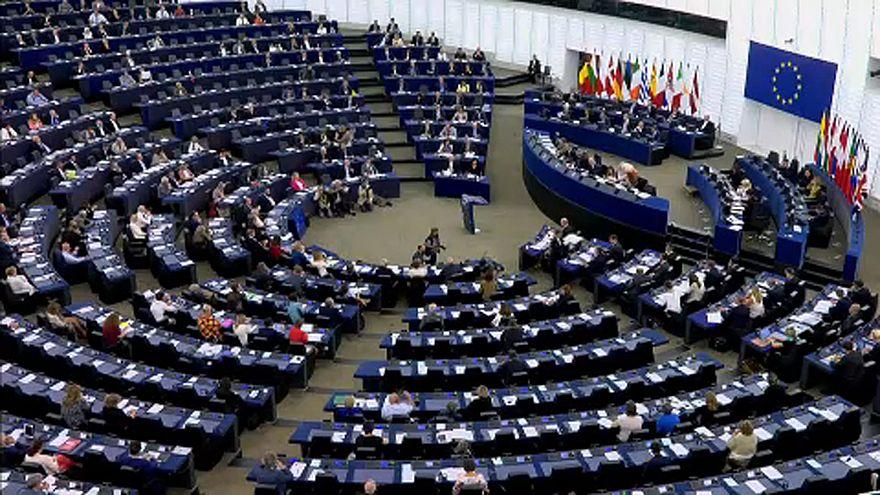 Eurodeputados pressionam por mais ação contra Hungria