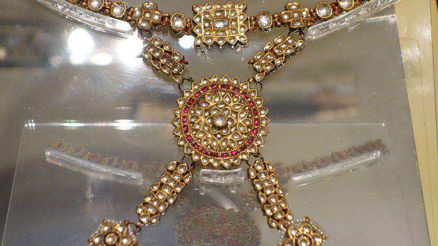 محاكمة سويدي سرق مجوهرات ملكية تعود للقرن 17