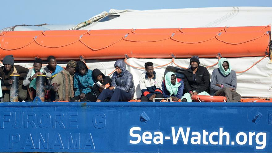 کشتی سی واچ در ایتالیا پهلو می گیرد