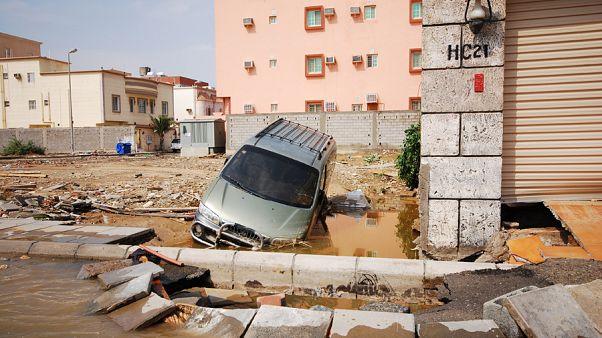 مقتل 12 شخصا وإصابة 170 اخرين بسبب الفيضانات في السعودية