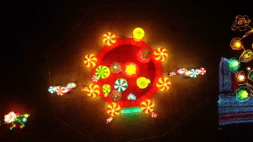 China celebra con un despliegue de luz y color el inicio del nuevo año lunar