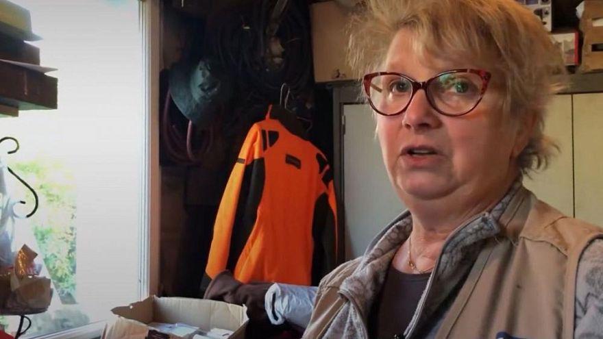Diese Frau aus Calais öffnet ihre Türen, damit Migranten ihre Handys laden können
