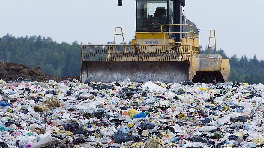 في احد مكب النفايات